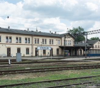 2016_Dworzec_kolejowy_w_Strzelinie_1