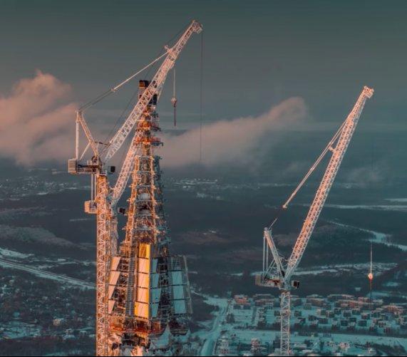 Najwyższy budynek w Europie ma już iglicę. Osiągnął wysokość 462 m