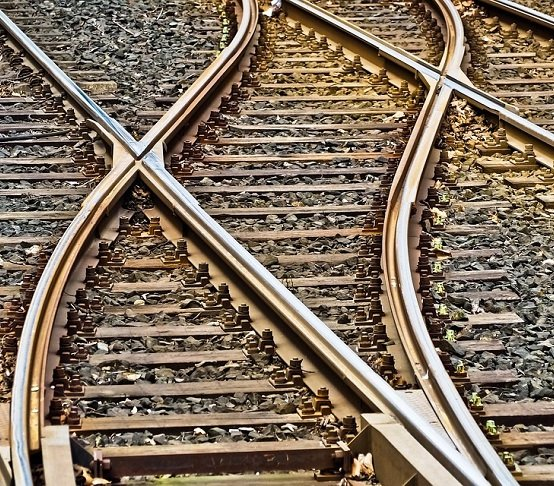 UTK: pociągi osobowe częściej opóźnione