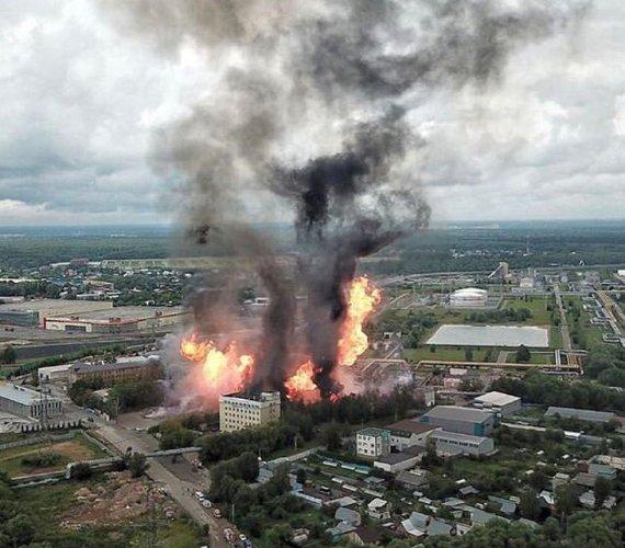 Rosja: 50-metrowy słup ognia nad elektrownią