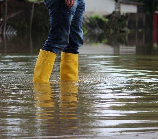 Polska pod wodą: zalane domy, urzędy, ulice. Co z tym robić?