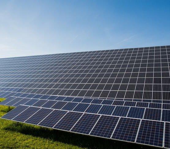 PGE wybuduje elektrownie słoneczne na gruntach PKP