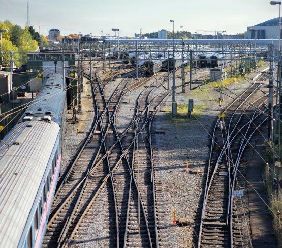 KE wyda 676 mln EUR na modernizację polskiej sieci kolejowej i drogowej