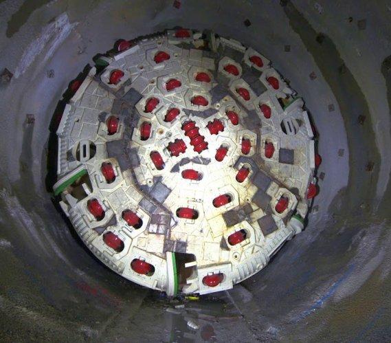 Najdłuższy tunel na świecie nabiera kształtów