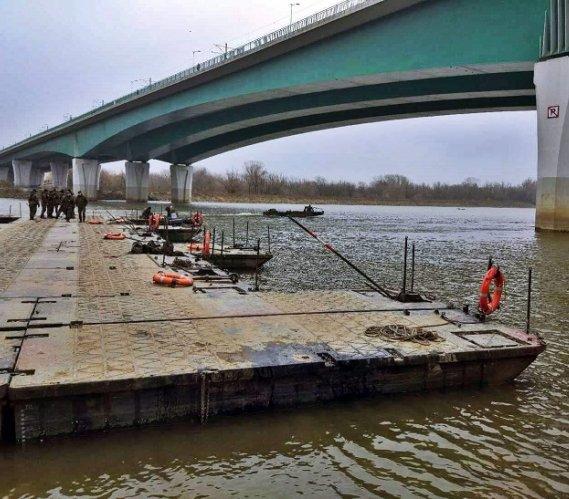Warszawa: wojsko zdemontowało most pontonowy