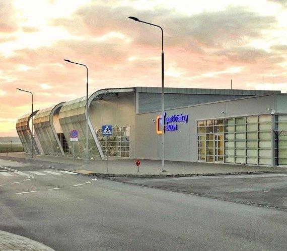 Budowa terminalu lotniska w Radomiu wydłuży się o pół roku?