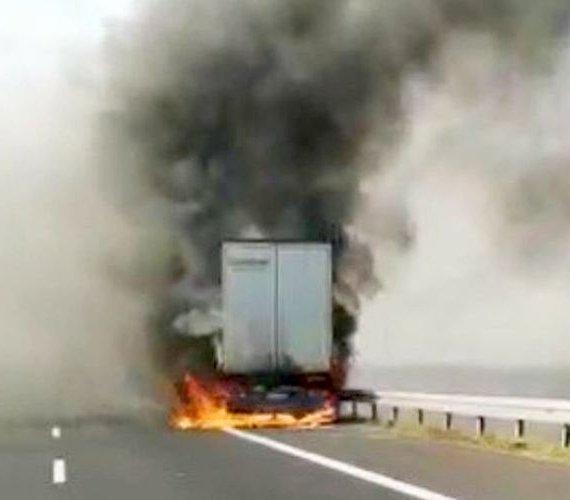 Ciężarówka stanęła w płomieniach na autostradzie A4