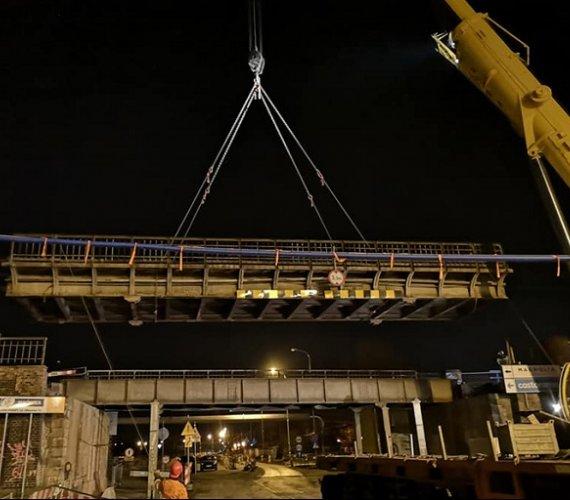 Demontaż przęsła wiaduktu we Wrocławiu [wideo]