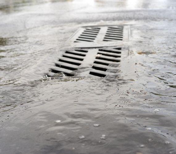 USA: deszcze nawalne zmuszają do budowy tuneli retencyjnych
