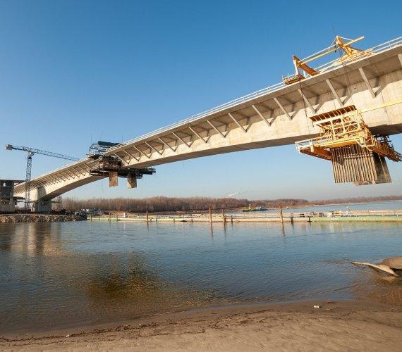 Most Południowy w Warszawie: jeszcze kilka metrów i będzie gotowy