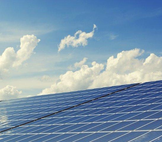 Pożyczka na fotowoltaikę – skąd wziąć pieniądze na panele słoneczne?
