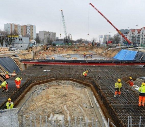 II linia metra: budowa najkrótszego odcinka nabiera rozpędu
