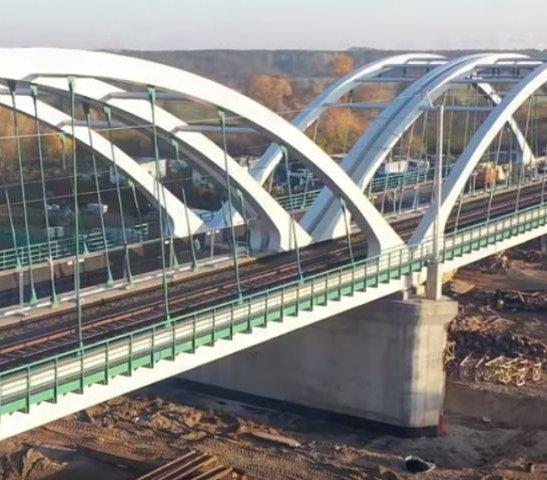 W tym roku kolejarze oddadzą do użytku 150 mostów i 100 wiaduktów