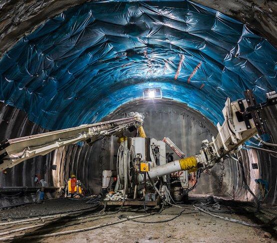 Najdłuższy tunel kolejowy na świecie gotowy w 50%