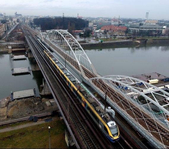Kraków: budowa kładki przy moście kolejowym