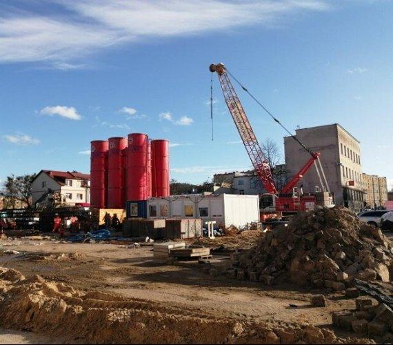 Podziemny parking w Gdyni: trwa budowa ścian szczelinowych