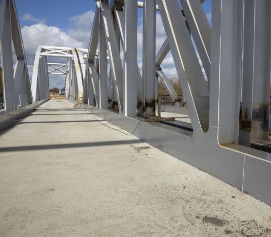 Kończy się budowa mostu kolejowego nad Pilicą