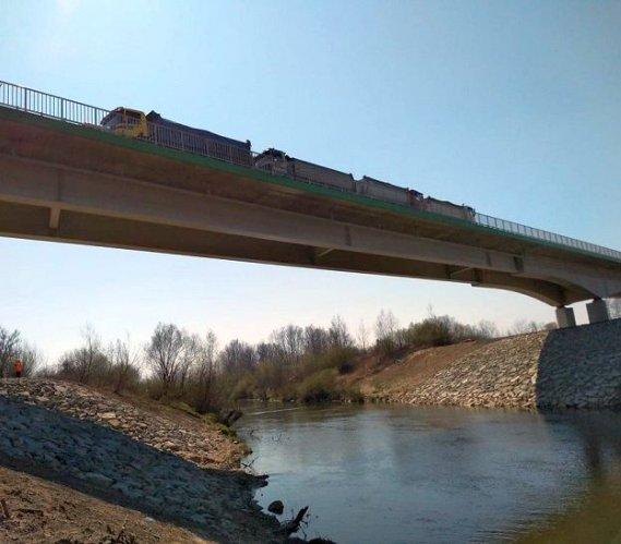 Drugi most przez Wisłokę w Mielcu przeszedł próby obciążeniowe