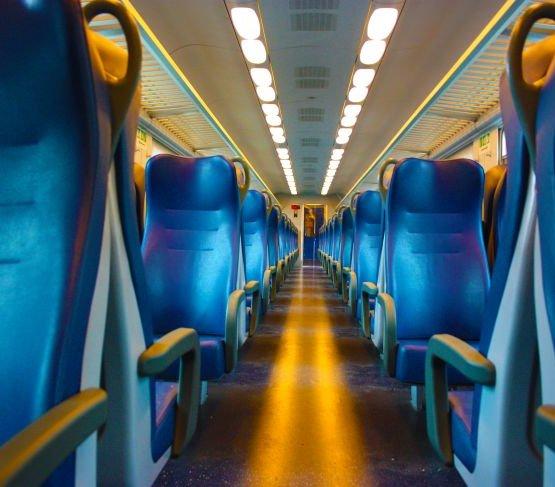 Kolej: drastyczny spadek liczby pasażerów z powodu koronawirusa