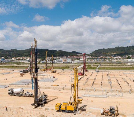 Ponad osiem palownic na placu budowy w Portugalii