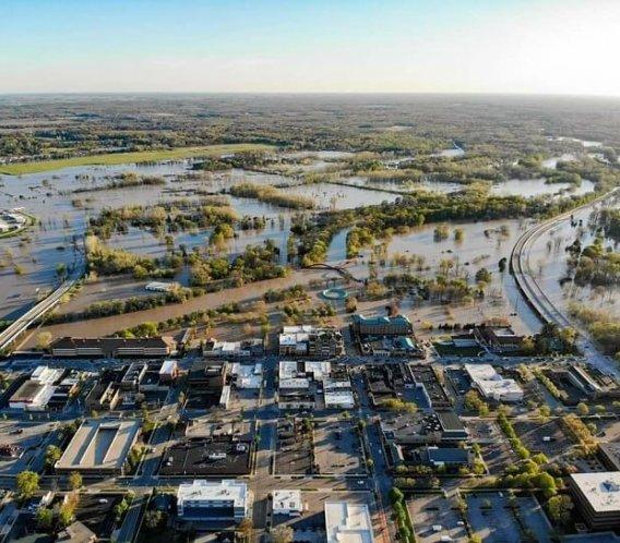 USA: zniszczone tamy, ewakuacja tysięcy ludzi