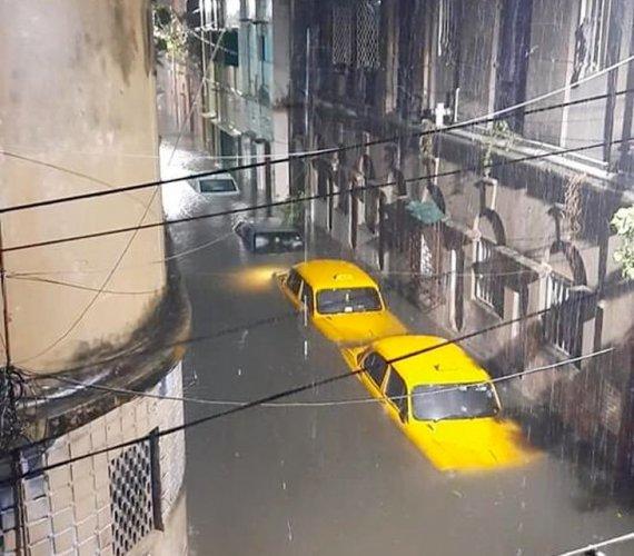 Kalkuta zniszczona przez cyklon. Miliony mieszkańców bez prądu