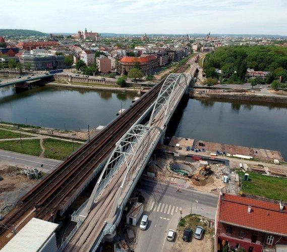 Kraków: pociągi mogą już korzystać z nowego mostu