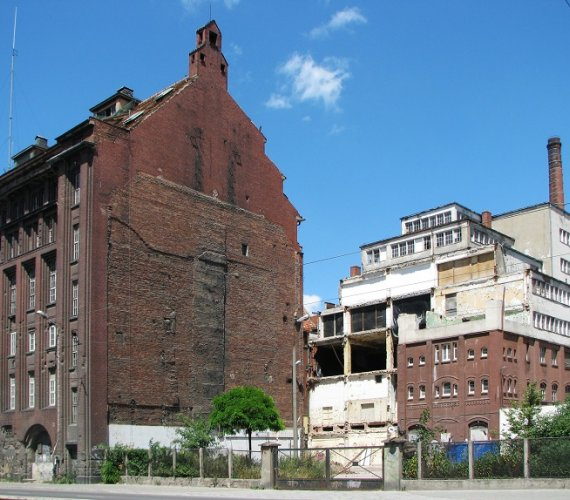 Zabezpieczenie wykopu na budowie akademika we Wrocławiu