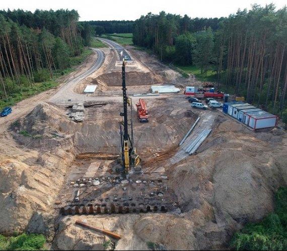 Obwodnica Wronek: palowanie na budowie mostu