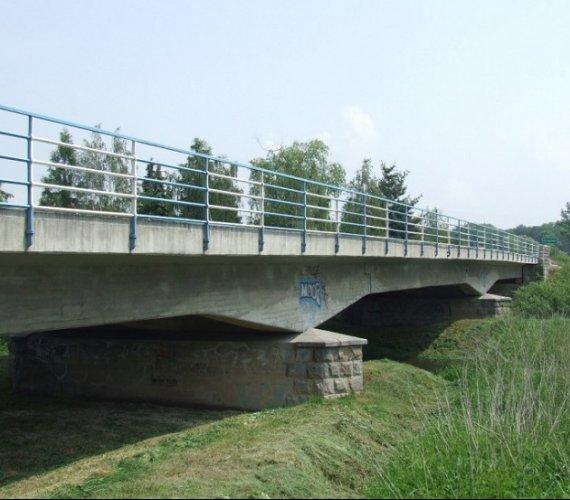 Umowa na budowę trzyprzęsłowego mostu nad dopływem Odry