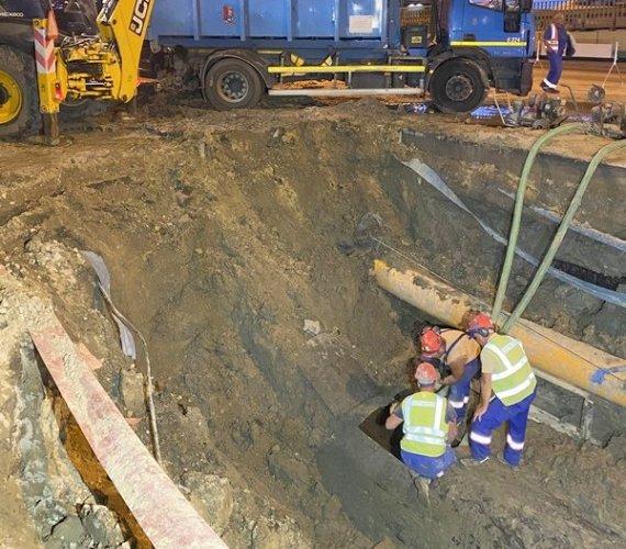 Pęknięcie w obrębie warszawskiego wodociągu miało 10 m