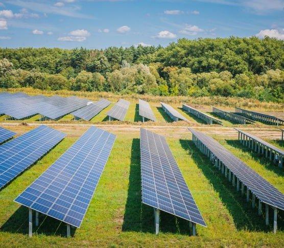 W Lesku na Podkarpaciu oddano do użytku elektrownię słoneczną