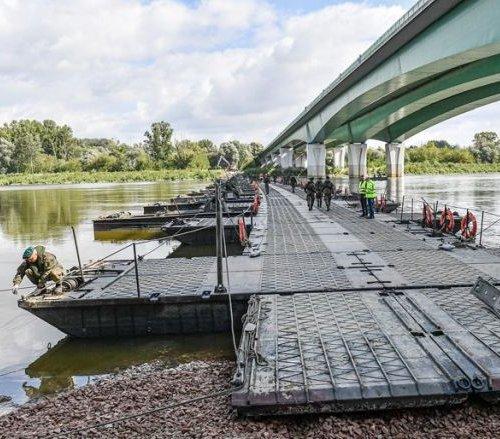 Most pontonowy przez Wisłę już gotowy. Rusza montaż rurociągu