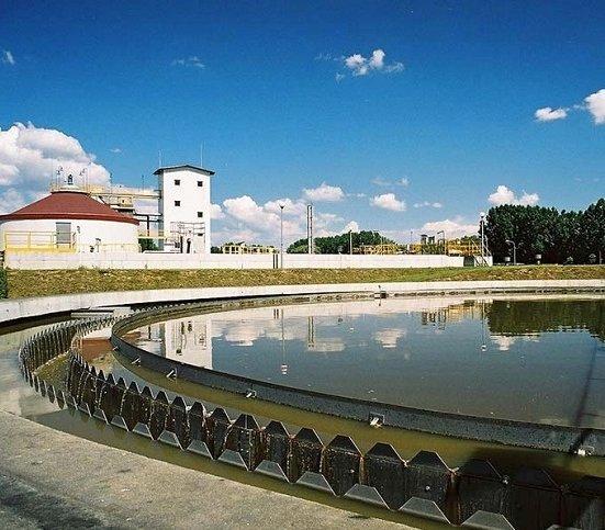 Kolumny CMC na terenie oczyszczalni ścieków w Łomży