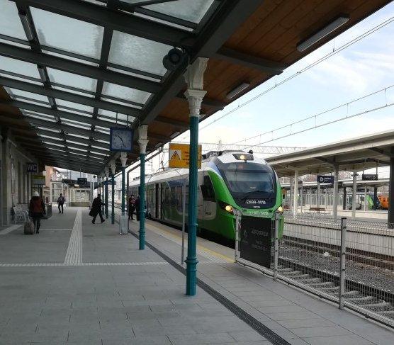 Pociągi dowiozą pasażerów na rzeszowskie lotnisko