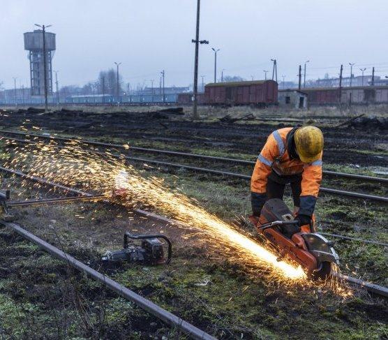 Rail Baltica: nowe szyny i słupy trakcyjne w Czyżewie