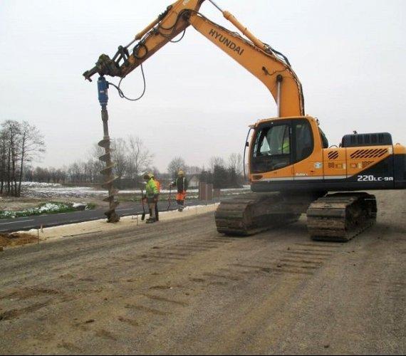 Roboty palowe na budowie odcinka drogi S7