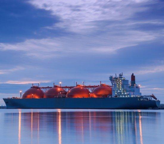 Więcej importu gazu skroplonego, ale dostawy z Rosji też rosną