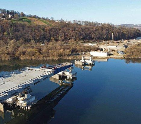 Budowa mostu extradosed  w Kurowie na półmetku