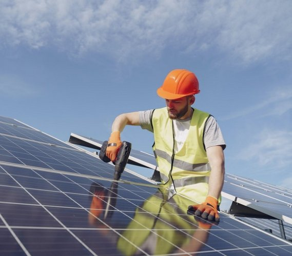 Dystrybutor paneli słonecznych, czyli gdzie najlepiej zaopatrzyć się w domową instalację fotowoltaiczną
