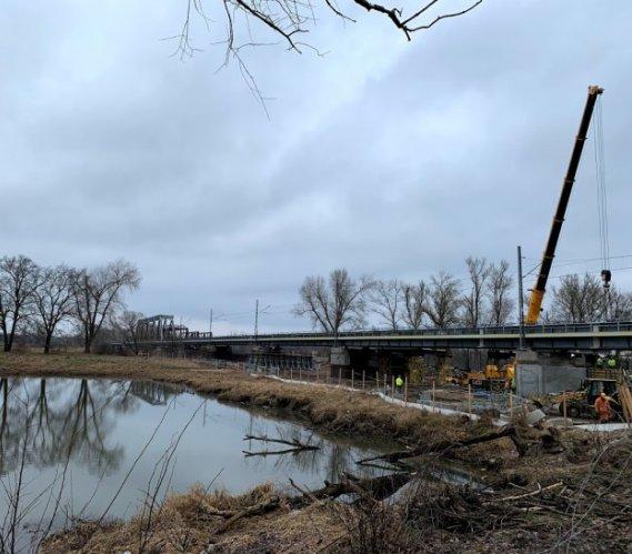 Budowa 420-metrowego mostu kolejowego nad Odrą