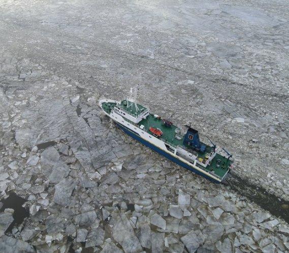 Zalodzenie akwenu utrudnia modernizację toru wodnego w Szczecinie