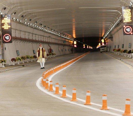 Indie: najdłuższy na świecie tunel na wysokości ponad 3 tys. m [film]