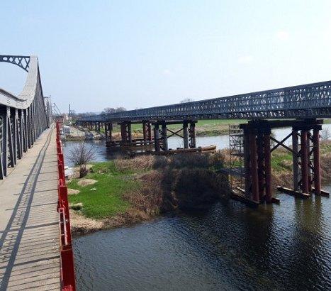 Ścinawa: nasunięto przęsła mostu tymczasowego