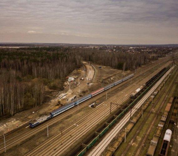 Więcej prac na budowie linii kolejowej do katowickiego lotniska [film]