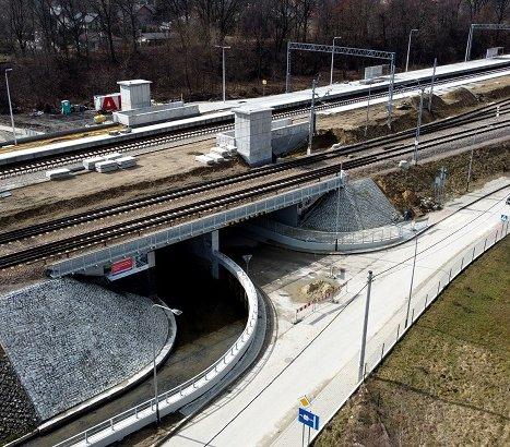 Nowy most i przystanek kolejowy w Krakowie