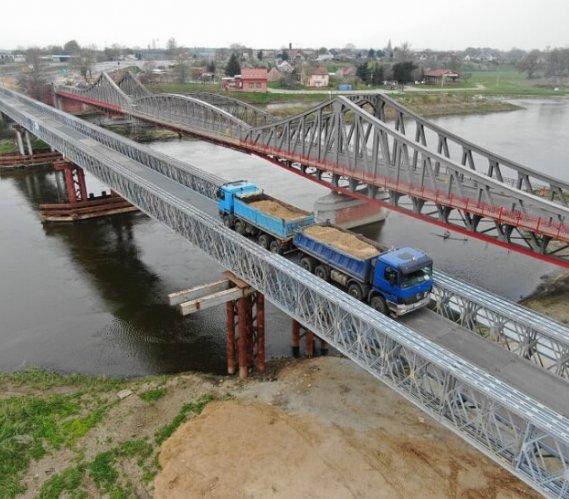Most tymczasowy w Ścinawie po próbnym obciążeniu