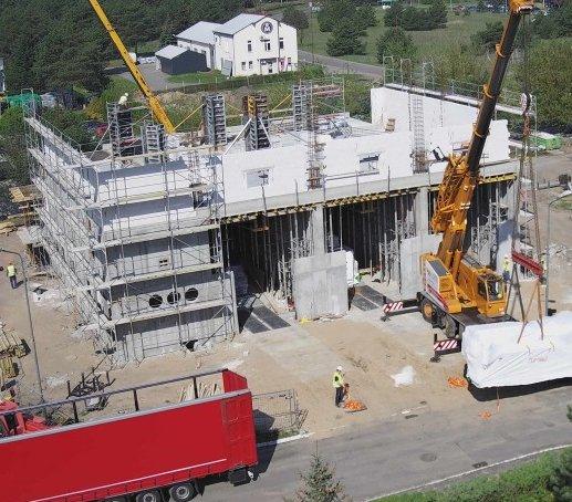 Na budowę elektrociepłowni w Pile dotarły silniki gazowe i generatory