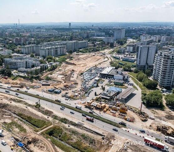 Zalało plac budowy linii tramwajowej w Krakowie – co się stało?