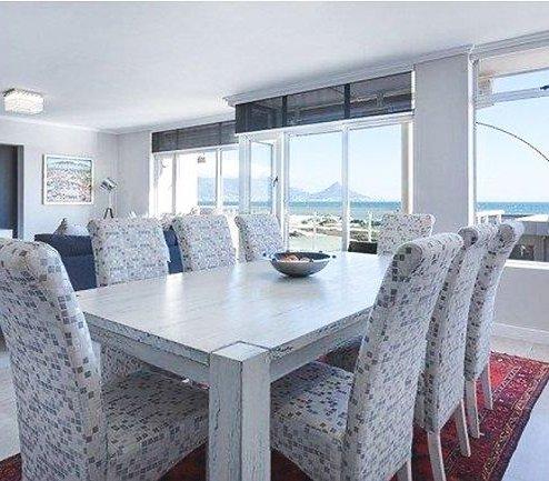 Panoramiczny widok z własnego salonu? Sprawdź, jakie okna wybrać do domu w nowoczesnym stylu